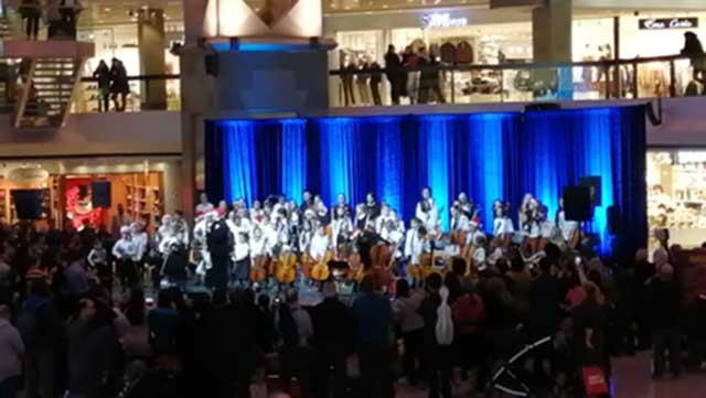 Suzuki Musique Montréal Christmas Concert, violins and cellos